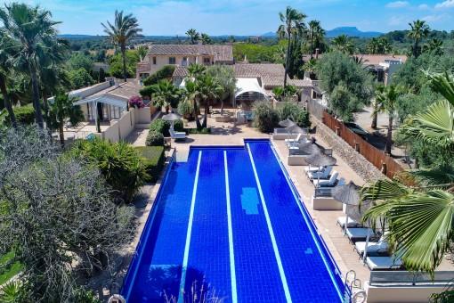 Elegantes Boutique Hotel mit 3 zusätzlichen großen Grundstücken in idyllischer Landschaft nahe Campos