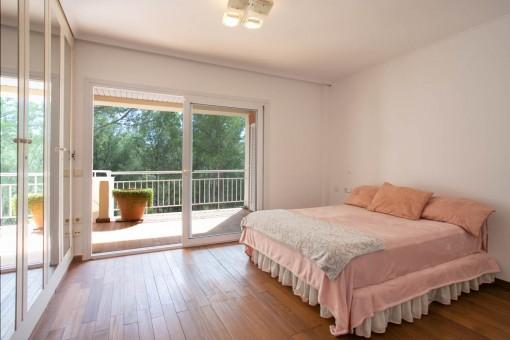 Großes Doppelschlafzimmer mit Badezimmer en Suite
