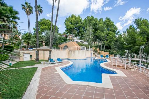 Ansicht des Wohnkomplexes und Pools