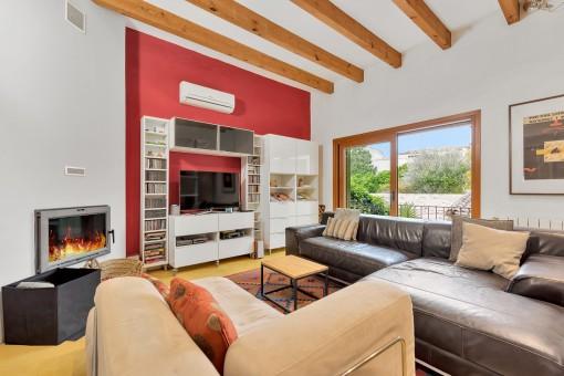 Moderner Wohnbereich mit Balkon