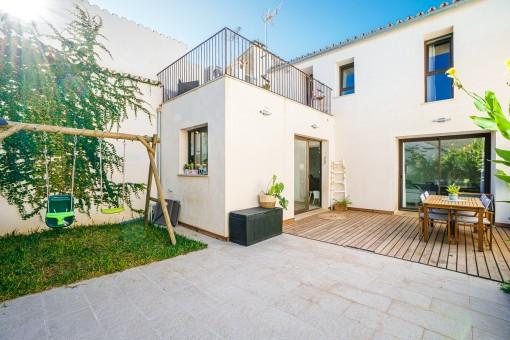 Erstklassiges Dorfhaus mit großem Patio, zentral und ruhig gelegen in Santa Maria
