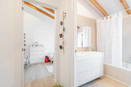 Flur und Badezimmer