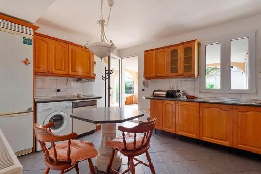 Essbereich in der rustikalen Küche