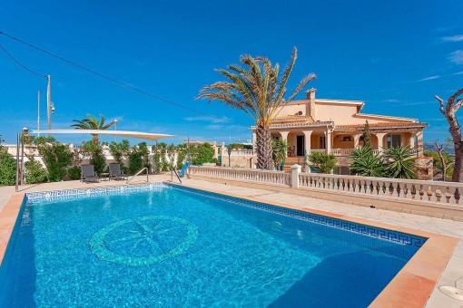Mediterrane Familienvilla mit traumhaften Meerblick in ruhiger Lage von El Toro
