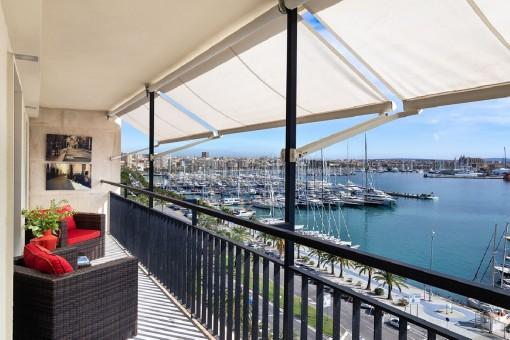 Phantastische, kernsanierte Wohnung mit spektakulärem Blick auf den Hafen direkt am Paseo Maritimo in Palma