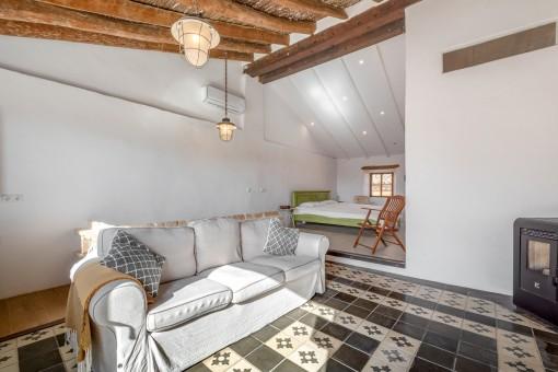 Oberes Schlafzimmer mit Loungebereich