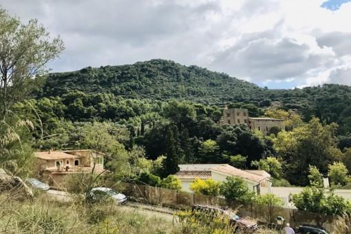 Städtisches Grundstück mit klarer Aussicht und nur 5 Gehminuten von Valldemossa entfernt