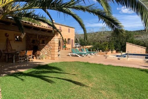 Landhaus 5 Min. vom Zentrum von Son Carrio entfernt, mit Pool und viel Garten