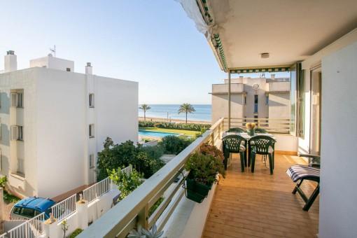 Wohnung mit Terrasse in zweiter Meereslinie in Ciudad Jardín