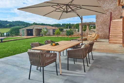 Terrasse mit schönem Essbereich