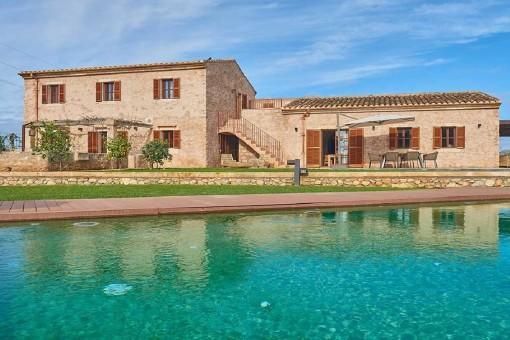 Spektakuläre Neubau Finca, auf einem großen Grundstück, umgeben von reiner Natur und mit einer Ferienvermietlizenz in Artà