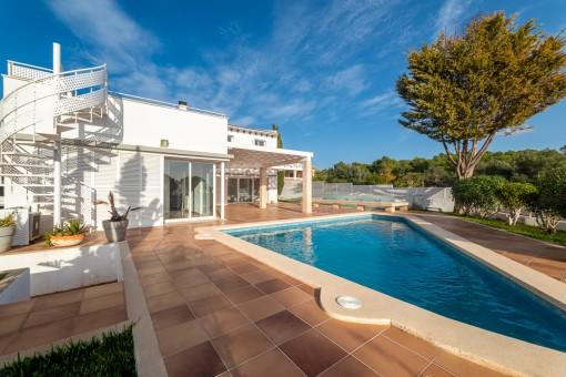 Komfortable, moderne Villa nahe Palma mit Pool und wunderschönem Blick auf Meer und ins Grüne