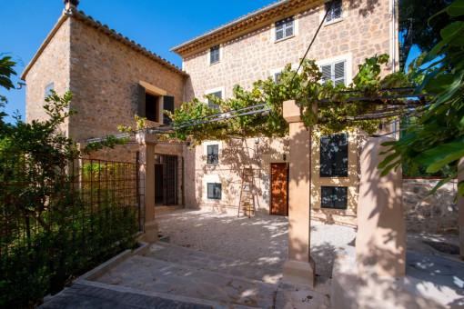Wunderschön renovierte Finca und großes Grundstück mit Orangenbäumen in Sóller