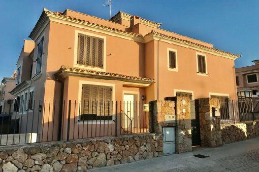 Unmöbliertes Erstbezug-Reihenhaus mit Garten und Pool in Puig de Ros