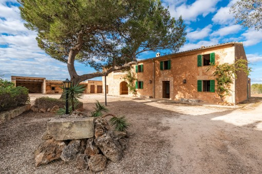 Unmöbliertes Finca-Anwesen mit Sicht auf Cabrera und Pool in ruhiger Wohnlage - Haustiere erlaubt