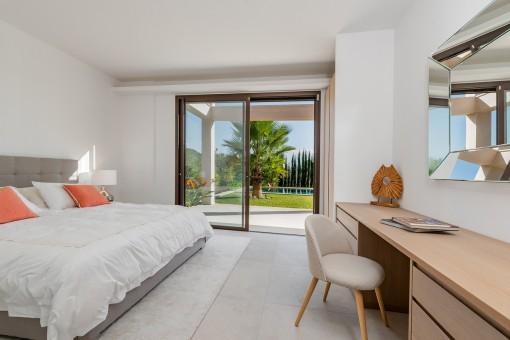 Schlafzimmer mit direkten Gartenzugang