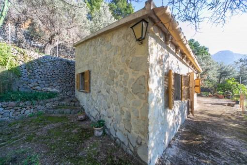 Steinverkleidete Fassade