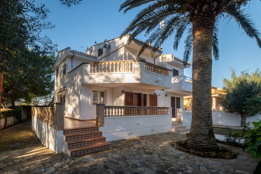 Moderne Doppelhaushälfte in an der Playa de Muro mit 2 separaten Wohneinheiten und Ferienvermietlizenz