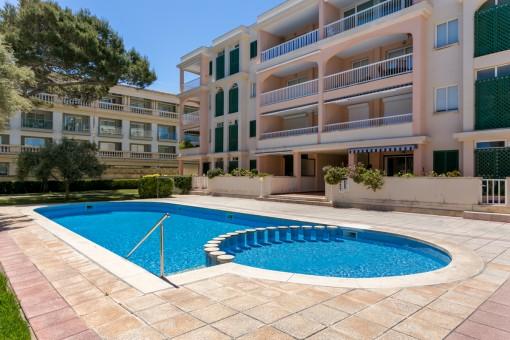 Meerblick-Apartment in einer der exklusivsten Anlagen im Norden Mallorcas mit direktem Strandzugang zur Playa de Muro