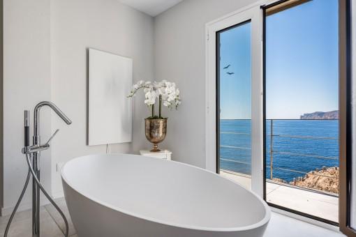 Traumhafte Meerblick-Badezimmer
