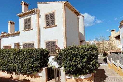 Wunderschöne 3-stöckige Villa in der Colonia de San Pedro in der Nähe des Meeres gelegen
