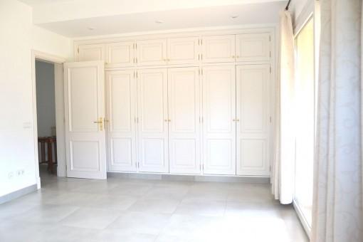 Weiteres Schlafzimmer mit Einbauschrank