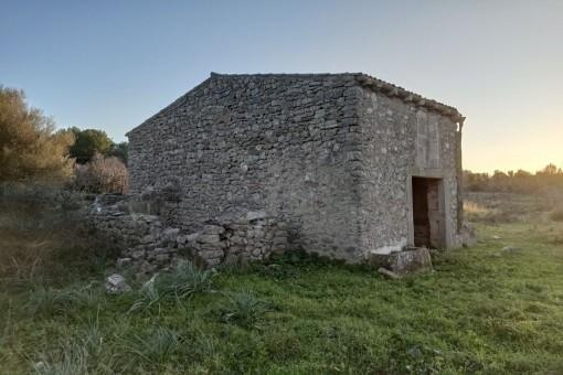 Landhaus mit Bauprojekt in unmittelbarer Nähe von Arta