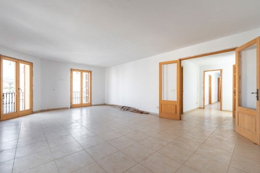 Ladenlokal mit großen Innenhof in Cas Concos inkl. obenliegende Wohnung und großer Dachterrasse