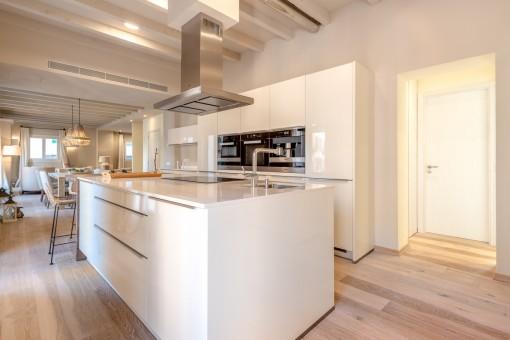 Küche mit Kochinsel