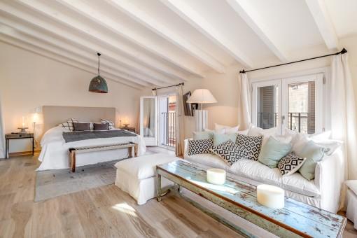 Oberes Schlafzimmer mit Wohnbereich