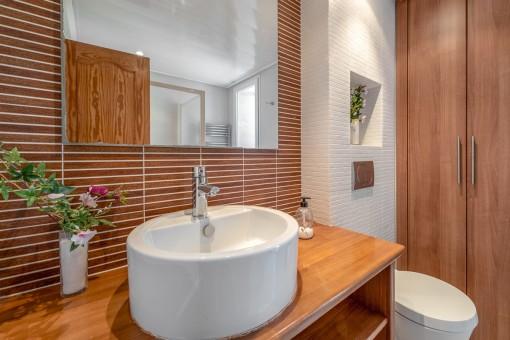 Eines von 11 Badezimmern