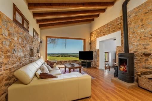 Schöner Wohnbereich mit Panoramafenster