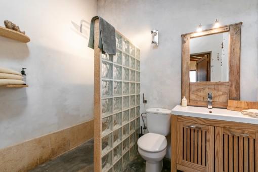Eines von insgesamt 5 Badezimmern