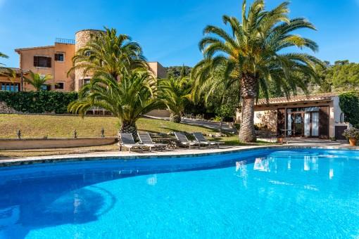 Finca, Gästehaus und Pool