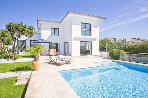 Ausgezeichnetes Einfamilienhaus mit Pool und Fernblick auf die Berge im Dorf Calviá