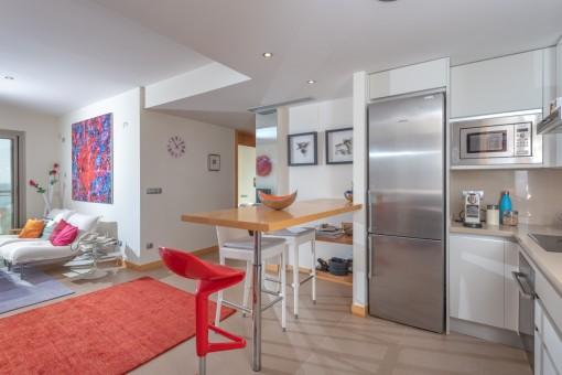 Moderne Küche und Wohnbereich