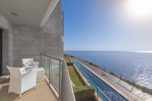 Moderne Wohnung in exklusiver Wohnanlage in erster Meereslinie in Cala Figuera
