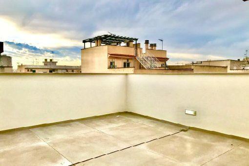 Erstbezug Penthouse-Apartment über 2 Etagen mit Dachterrasse in guter Citylage nahe Palmas Altstadt