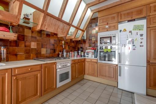 Große, ausgestattete Küche
