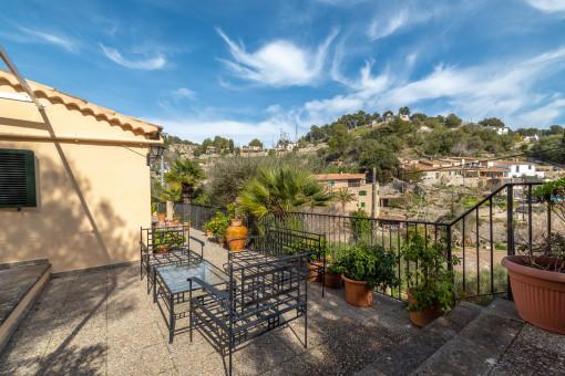 Schönes und praktisches Familienhaus mit idyllischem Blick auf die Berge und das Dorf Galilea