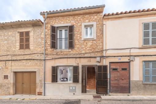Typisches Dorfhaus aufgeteilt in 2 Wohnungen, jede mit eigener Ferienvermietlizenz in Artà
