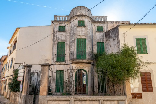 Charmantes Jugendstilhaus mit großem Garten im Herzen Alarós
