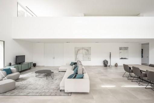 Großer, moderner Wohnbereich
