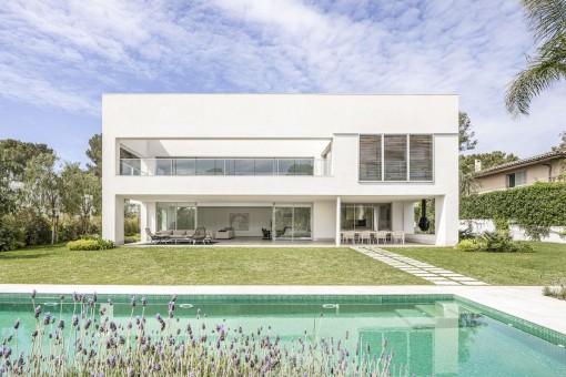 Fantastische Neubau-Villa mit Pool in der ruhigen und luxuriösen Gegend von Sol de Mallorca