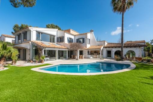Außergewöhnliche Villa im mediterranen Stil mit Meerblick in Santa Ponsa