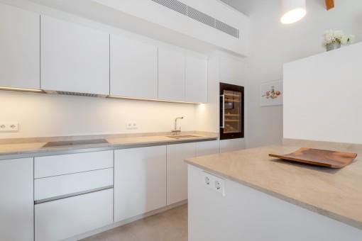 Noble, voll ausgestattete Küche
