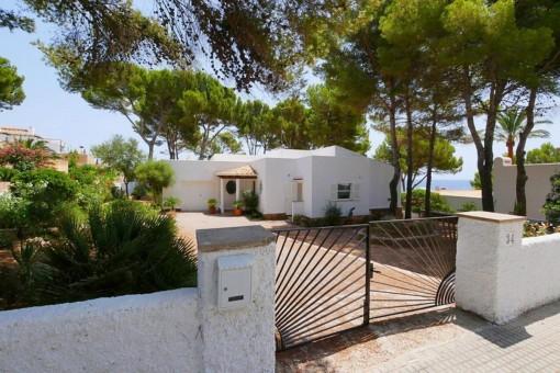 Fantastische Villa mit spektakulärem Meerblick und Lizenz zur Ferienvermietung in Font de Sa Cala