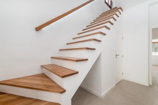 Schöne Treppe ins Obergeschoss