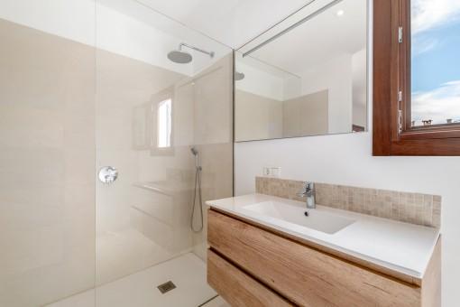Modernes Duschbadezimmer