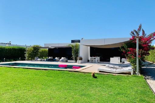 Fantastische Villa am Strand von Costa de los Pinos gelegen